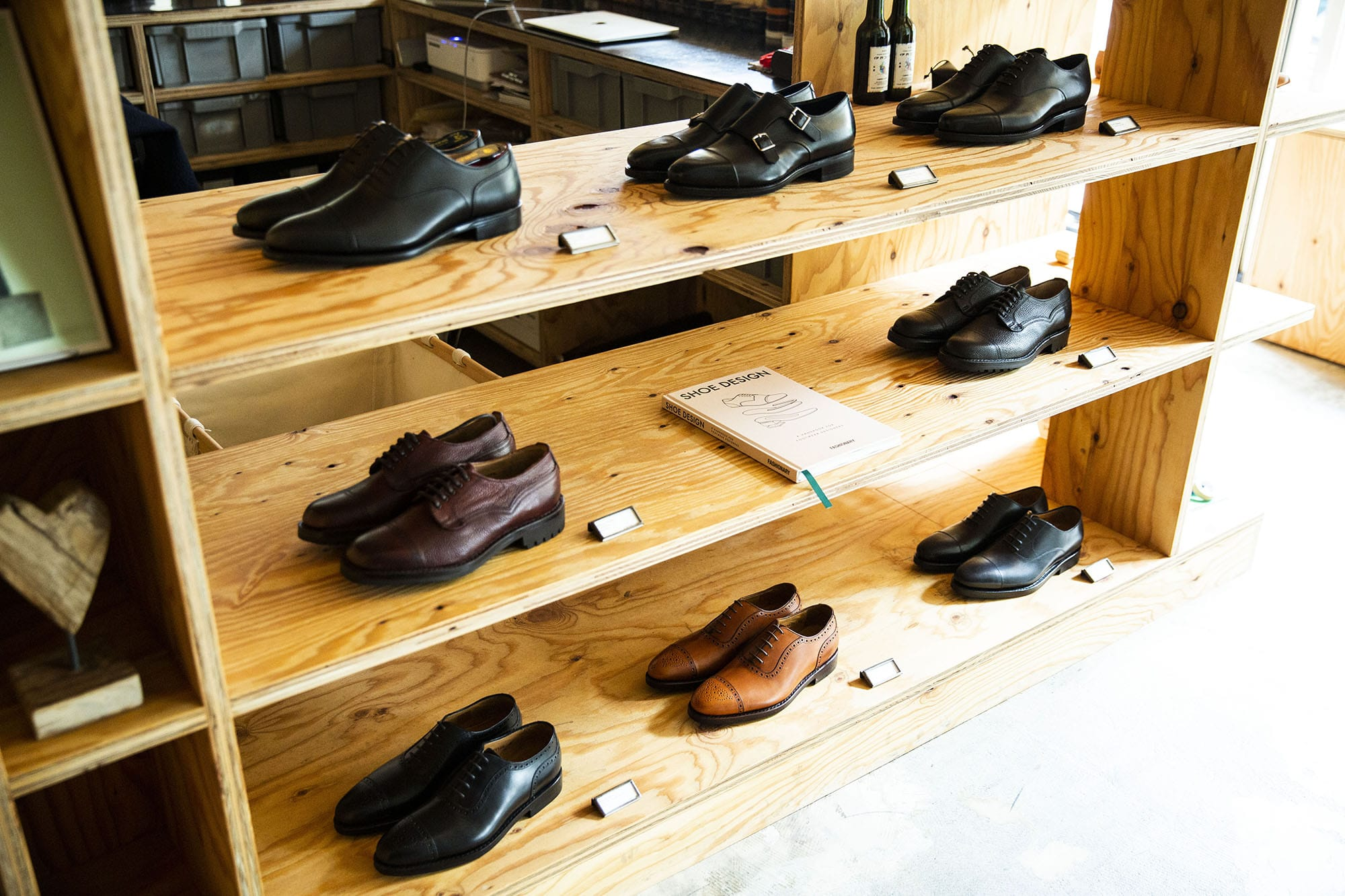 ジョセフ チーニー 靴磨き芸人 奥野 奏さん SHOEBOYS ディスプレイ